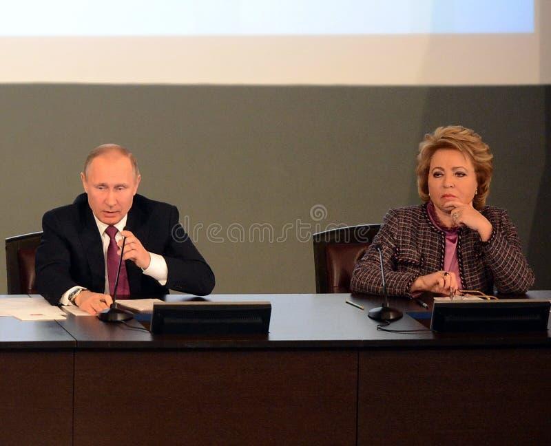 Ρωσικός Πρόεδρος Vladimir Putin και ο Πρόεδρος του Συμβουλίου της ομοσπονδίας της ομοσπονδιακής συνέλευσης της Ρωσικής Ομοσπονδία στοκ φωτογραφίες με δικαίωμα ελεύθερης χρήσης