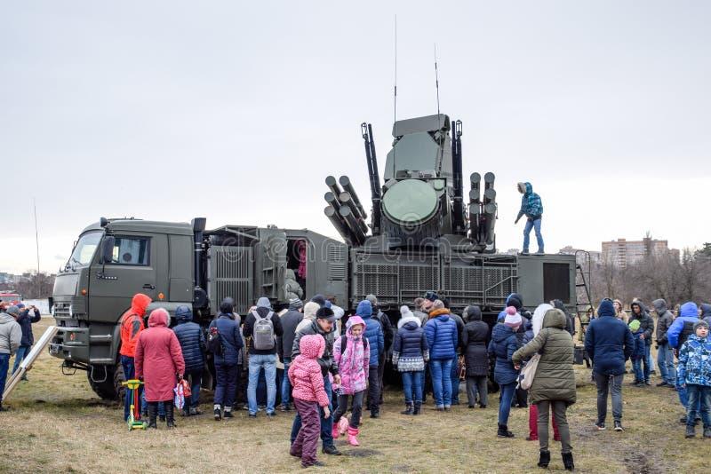 Ρωσικό αυτοπροωθούμενο αντιαεροπορικό σύστημα ZRPK βλημάτων και πυροβόλων όπλων χερσαίο και παράκτιο στοκ φωτογραφία με δικαίωμα ελεύθερης χρήσης
