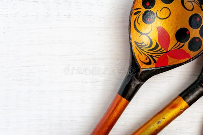 Ρωσικό ξύλινο κουτάλι στο άσπρο υπόβαθρο στοκ φωτογραφίες