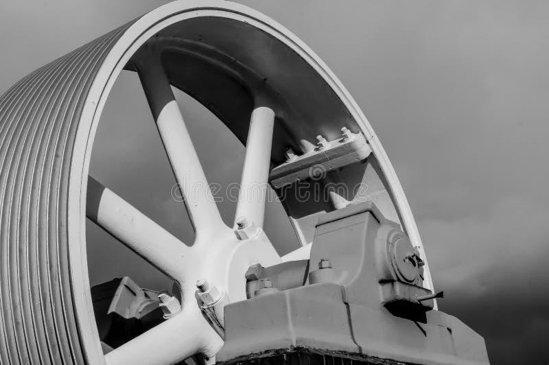 Ρόδα μυγών μηχανημάτων από μια μηχανή ατμού στοκ εικόνες
