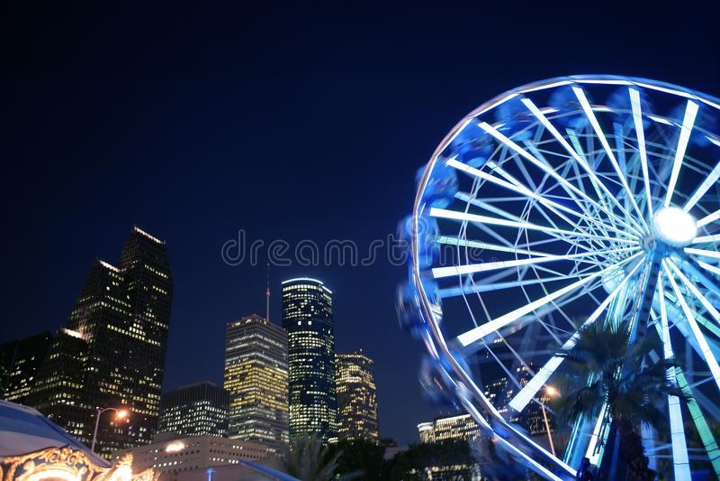 Ρόδα Ferris στα δίκαια φω'τα νύχτας στο Χιούστον στοκ εικόνα με δικαίωμα ελεύθερης χρήσης