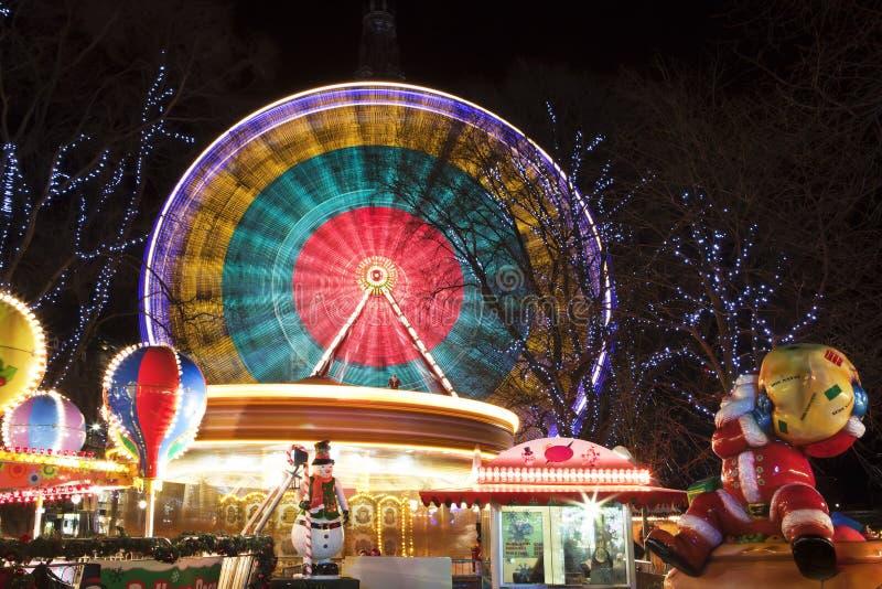Ρόδα Ferris στην έκθεση Χριστουγέννων διασκέδασης στοκ φωτογραφία με δικαίωμα ελεύθερης χρήσης