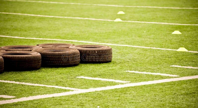 ρόδες ποδοσφαίρου πεδί&omeg στοκ εικόνα