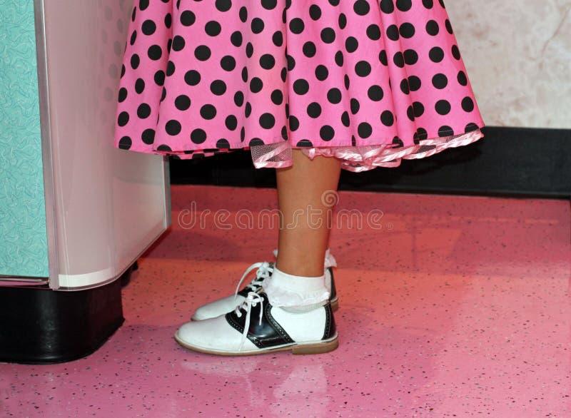 Ρόδινα poodle παπούτσια φουστών και σελών στοκ φωτογραφία με δικαίωμα ελεύθερης χρήσης