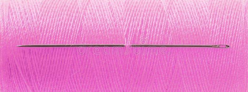 Ρόδινη απειλή με τη βελόνα στοκ εικόνα με δικαίωμα ελεύθερης χρήσης