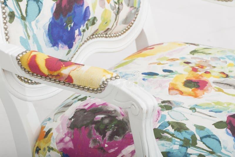 _ρόδινος έμφαση καρέκλα κοκκινίζω καρέκλα πολυ περιστασιακός καυτός, Lillian Αύγουστος Αλβέρτος Φουντωτός Floral Επικαλύπτω Καρέκ στοκ εικόνες