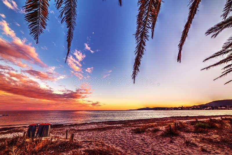 Ρόδινο ηλιοβασίλεμα στην ακτή Alghero στοκ εικόνες με δικαίωμα ελεύθερης χρήσης