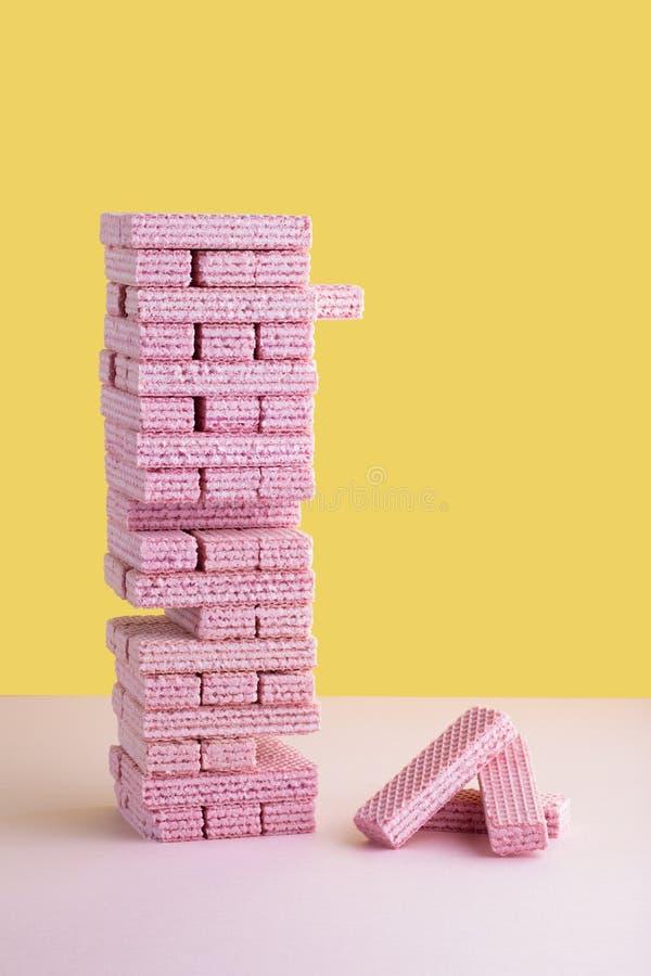 Ρόδινο παιχνίδι αφαίρεσης δομικών μονάδων μπισκότων γκοφρετών στοκ εικόνα