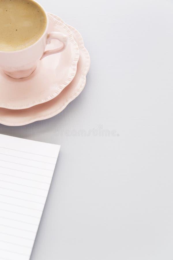 Ρόδινο φλιτζάνι του καφέ στοκ φωτογραφίες