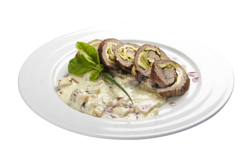 Ρόλος του Κάρλοβυ Βάρυ Ένα παραδοσιακό πιάτο της τσεχικής κουζίνας Ο ρόλος βόειου κρέατος γέμισε με το μπέϊκον, το ζαμπόν, τα ανα στοκ φωτογραφίες