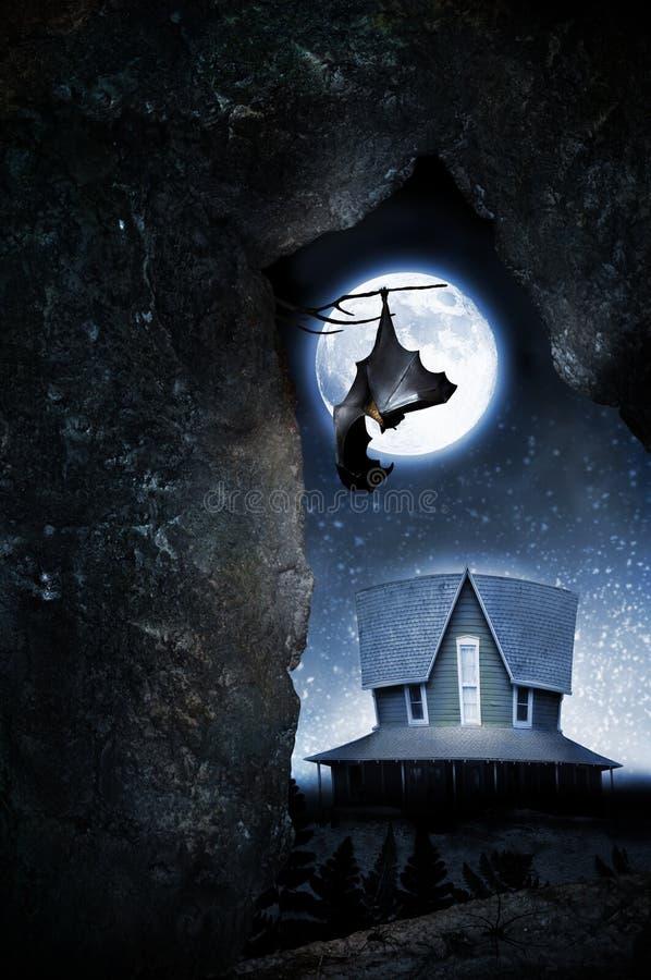 Ρόπαλο με το φεγγάρι και το συχνασμένο σπίτι στοκ φωτογραφίες
