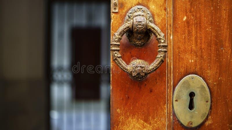 Ρόπτρα Καντίζ πορτών στοκ φωτογραφία με δικαίωμα ελεύθερης χρήσης