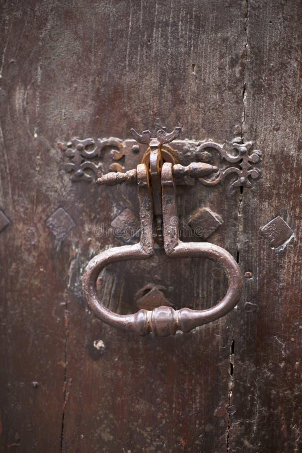 ρόπτρα πορτών μεσαιωνικά στοκ εικόνες