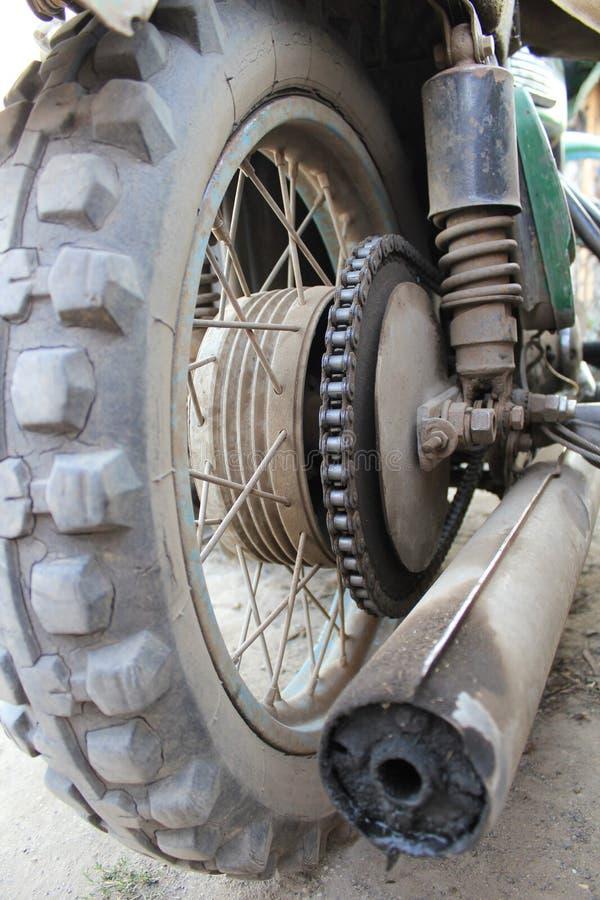 Ρόδα της παλαιάς μοτοσικλέτας στοκ φωτογραφία