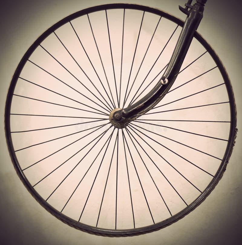Ρόδα του αρχαίου ποδηλάτου στοκ φωτογραφία