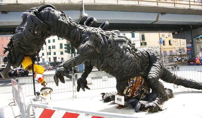 Ρόδες δεινοσαύρων ως καταγγελία στο περιβάλλον στοκ φωτογραφίες με δικαίωμα ελεύθερης χρήσης
