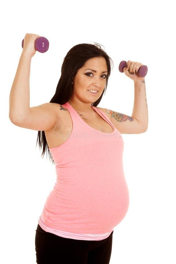 Ρόδινα ευκίνητα πορφυρά βάρη ικανότητας εγκύων γυναικών στοκ φωτογραφία με δικαίωμα ελεύθερης χρήσης