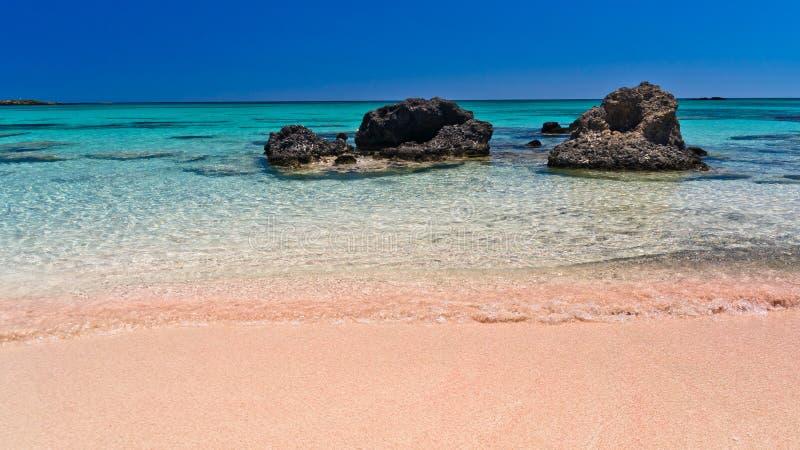 Ρόδινη άμμος της παραλίας Elafonisi, νησί της Κρήτης στοκ εικόνες με δικαίωμα ελεύθερης χρήσης