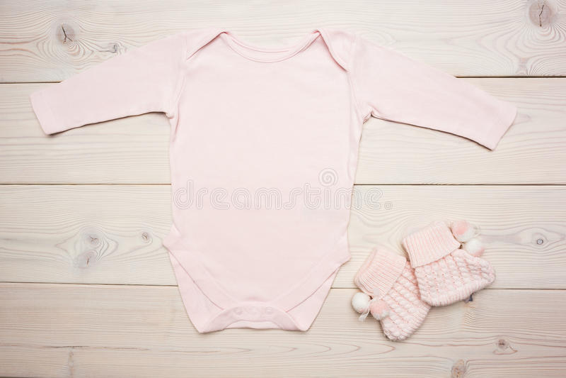 Ρόδινη ενδυμασία μωρών στοκ φωτογραφία με δικαίωμα ελεύθερης χρήσης