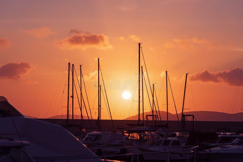 Ρόδινος ουρανός πέρα από το λιμάνι στοκ φωτογραφία με δικαίωμα ελεύθερης χρήσης