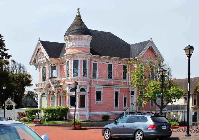 Ρόδινο γυναικείο σπίτι στο EUREKA, Καλιφόρνια στοκ φωτογραφία