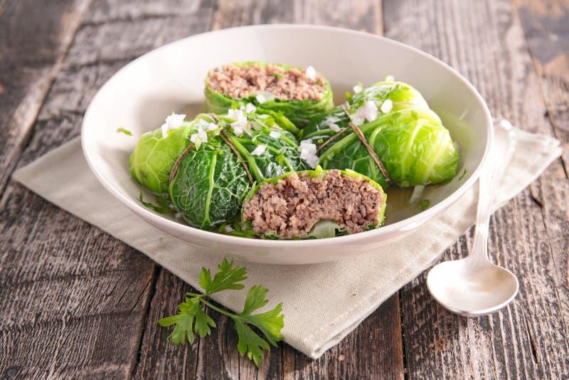 Ρόλοι λάχανων με το βόειο κρέας και το ζωμό στοκ φωτογραφία