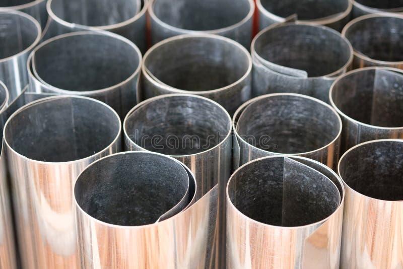 Ρόλοι του φύλλου μετάλλων στην αποθήκη εμπορευμάτων αποθεμάτων στοκ φωτογραφία με δικαίωμα ελεύθερης χρήσης