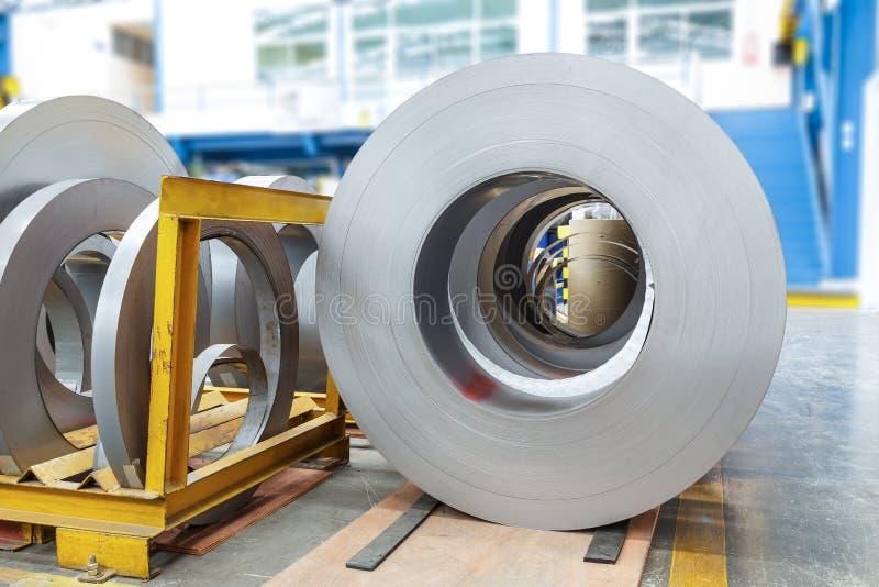 Ρόλοι του φύλλου μετάλλων στο εργοστάσιο στοκ φωτογραφία με δικαίωμα ελεύθερης χρήσης