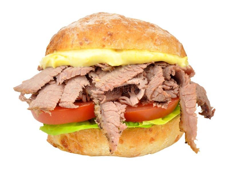 Ρόλος σάντουιτς βόειου κρέατος και σαλάτας στοκ φωτογραφίες με δικαίωμα ελεύθερης χρήσης