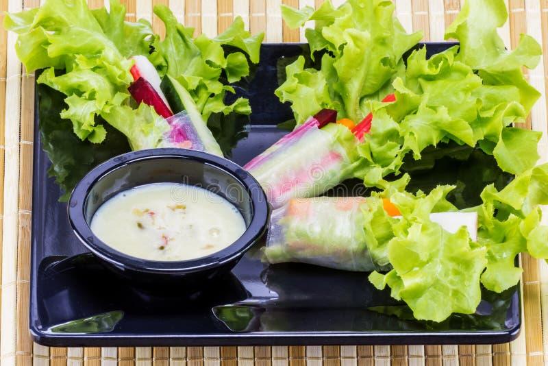 Ρόλος σαλάτας για το γεύμα στοκ φωτογραφία με δικαίωμα ελεύθερης χρήσης