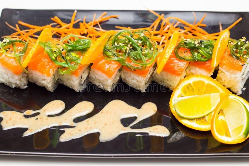 Ρόλος σουσιών με το salamon στοκ εικόνα