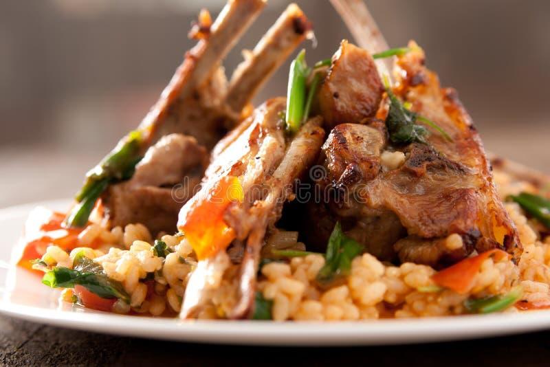 ρύζι αρνιών μπριζολών πικάντι&k στοκ εικόνες