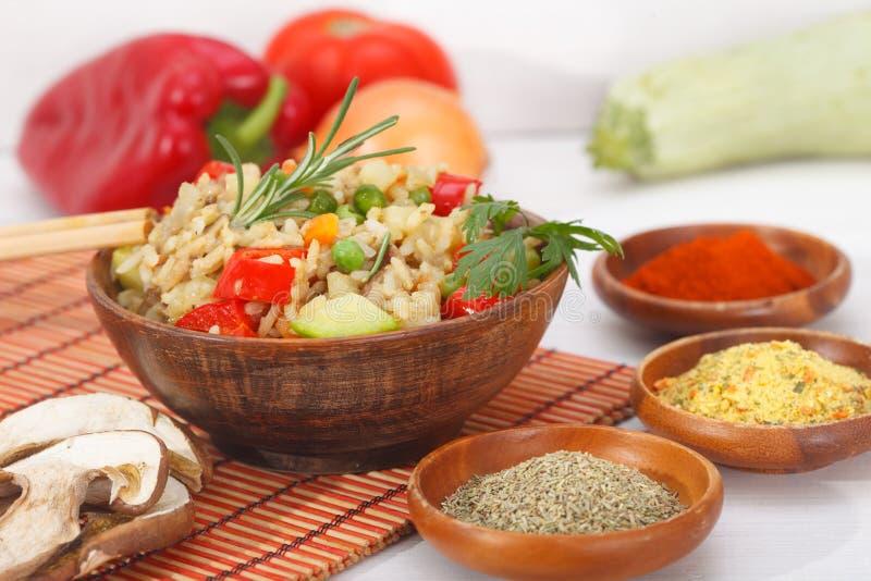 Ρύζι με τα λαχανικά και το μανιτάρι στοκ φωτογραφία