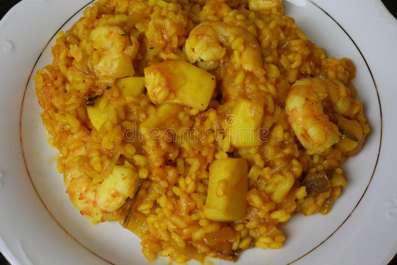 Ρύζι με τις σουπιές και τις γαρίδες στοκ εικόνες με δικαίωμα ελεύθερης χρήσης