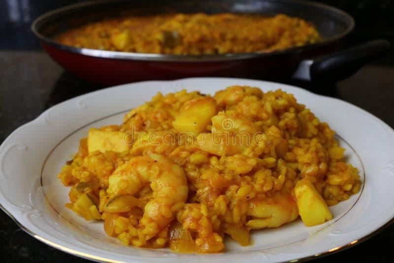 Ρύζι με τις σουπιές και τις γαρίδες στοκ εικόνες