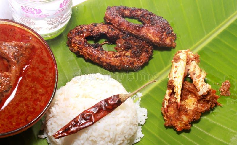 Ρύζι νότιου ινδικό γεύματος με το kulambu και το καβούρι ψαριών στοκ φωτογραφία