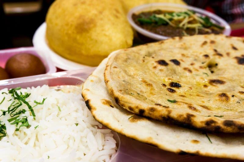 Ρύζι, σφυγμοί, επίπεδο βόρειο ινδικό γεύμα ψωμιού στοκ φωτογραφίες
