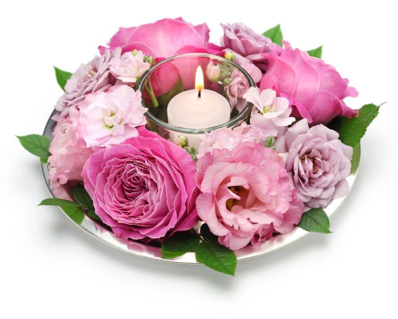 Ρύθμιση επιτραπέζιων λουλουδιών με το κερί στοκ φωτογραφία με δικαίωμα ελεύθερης χρήσης