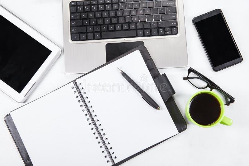 Ρύθμιση του πίνακα του επιχειρησιακού εργασιακού χώρου στοκ εικόνες με δικαίωμα ελεύθερης χρήσης