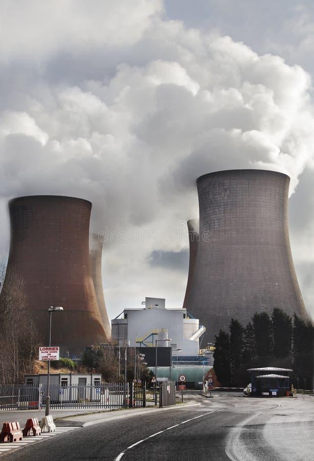 Ρύπανση από το σταθμό παραγωγής ηλεκτρικού ρεύματος στοκ εικόνα