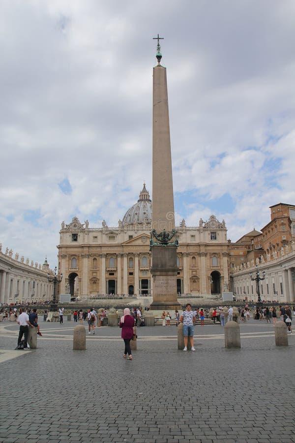 Ρώμη, Ιταλία - 2 Σεπτεμβρίου 2017: Όμορφο τετράγωνο βασιλικών του ST Peter στο στοκ φωτογραφία με δικαίωμα ελεύθερης χρήσης