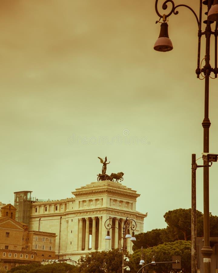 Ρώμη, Ιταλία, το Δεκέμβριο του 2018: Άγαλμα της φτερωτής νίκης με quadrigas στο μνημείο που αφιερώνεται σε Vittorio Emanuele ΙΙ σ στοκ φωτογραφία με δικαίωμα ελεύθερης χρήσης