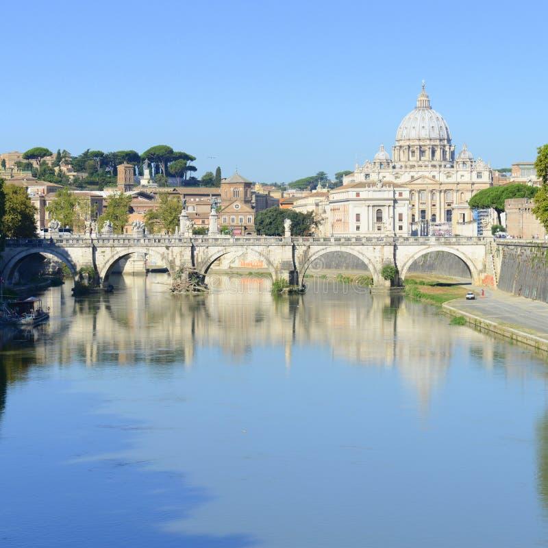 Ρώμη, Ιταλία, Basilica Di SAN Pietro και γέφυρα Sant Angelo στοκ εικόνα