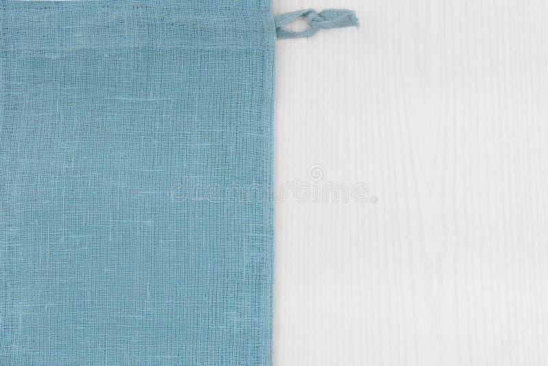 Σάκος από τον αριστερό ξύλινο πίνακα sidewhite στοκ εικόνες