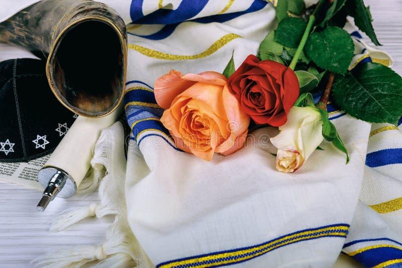 Σάλι προσευχής - εβραϊκό θρησκευτικό σύμβολο κέρατων Tallit και Shofar στοκ εικόνες με δικαίωμα ελεύθερης χρήσης