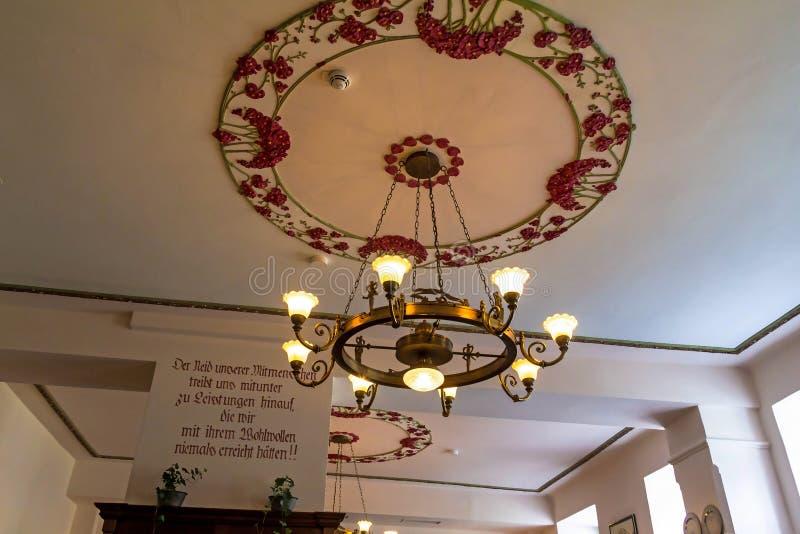 Σάλτζμπουργκ Σε ένα από τα εθνικά αυστριακά εστιατόρια κουζίνας στοκ φωτογραφίες