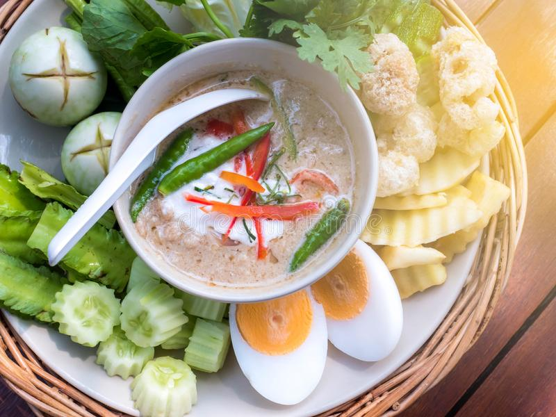 Σάλτσα κολλών γαρίδων με τα λαχανικά, ταϊλανδικά τρόφιμα στοκ φωτογραφίες