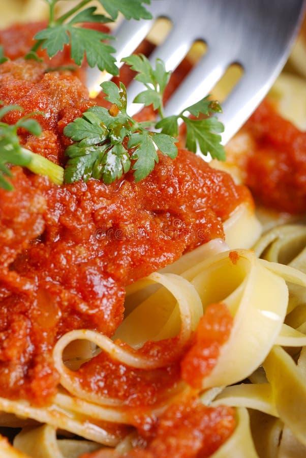σάλτσα κρέατος tagliatelle στοκ εικόνα