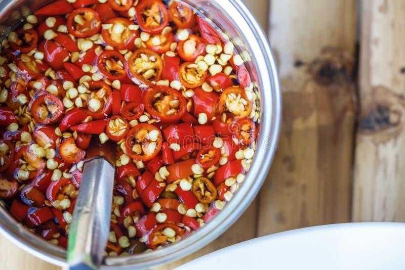Σάλτσα του κόκκινου πιπεριού τσίλι στοκ εικόνες