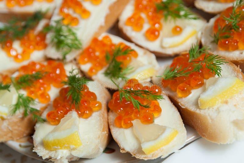 Σάντουιτς με το κόκκινο χαβιάρι στοκ εικόνα
